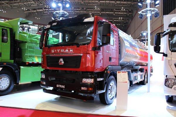 上海车展:重汽8气囊油罐车底盘仅8.7吨