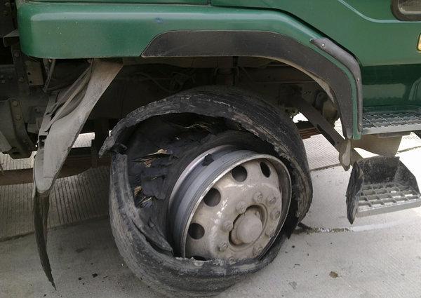 什么车哪只轮胎最易爆 爆胎原因大解析