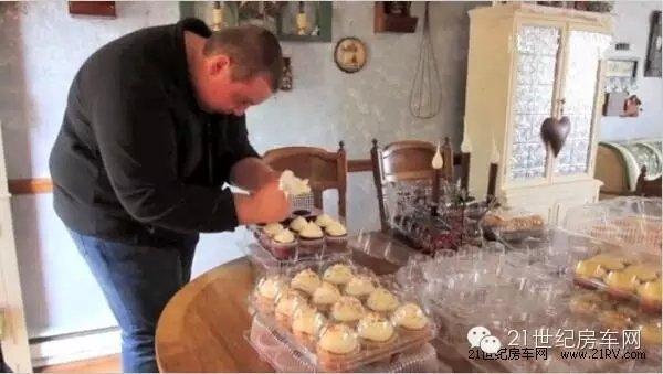 房车变身蛋糕店!美国16岁少年创业啦