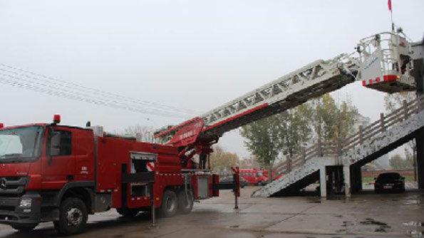 奔驰云梯消防车工作斗往返不超140秒!