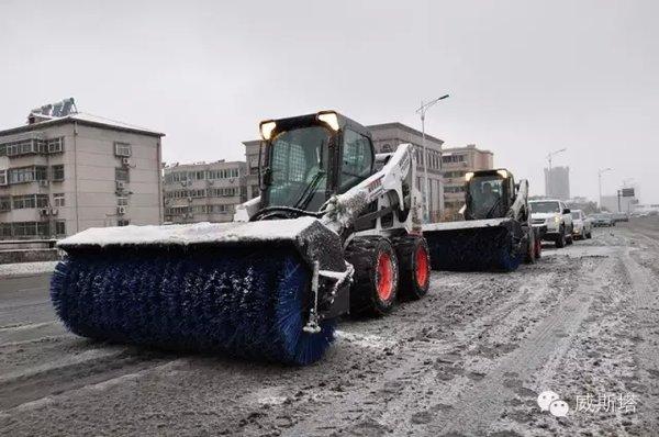 冰雪中谁最亮眼?泉城扫雪车也是风景线