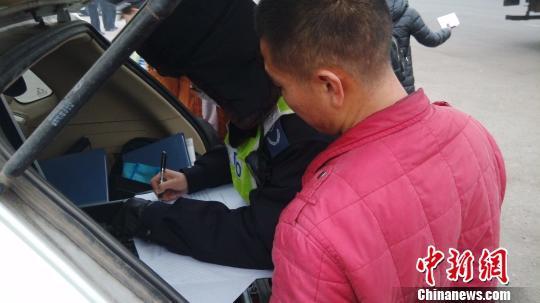 雾霾主因是车辆?北京红色预警检查尾气