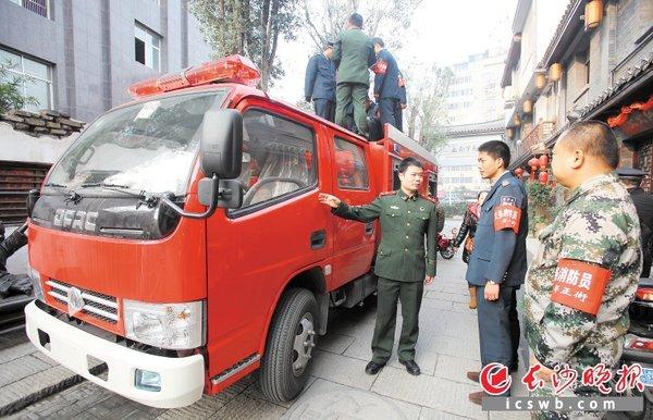 小块头走街串巷长沙首台'小巷消防车'