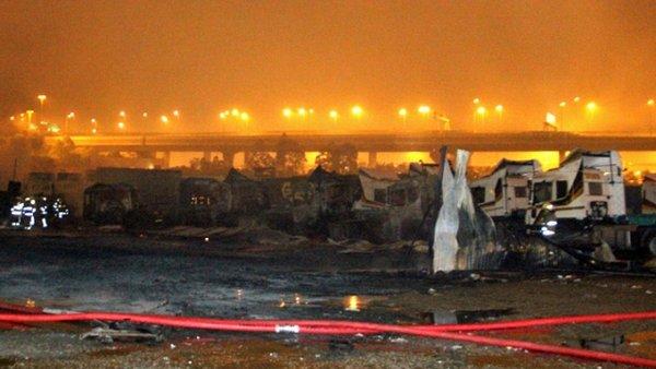 香港货柜码头深夜10次大爆炸疑遭纵火