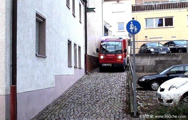 小身材有大功效世界最小型三轴消防车