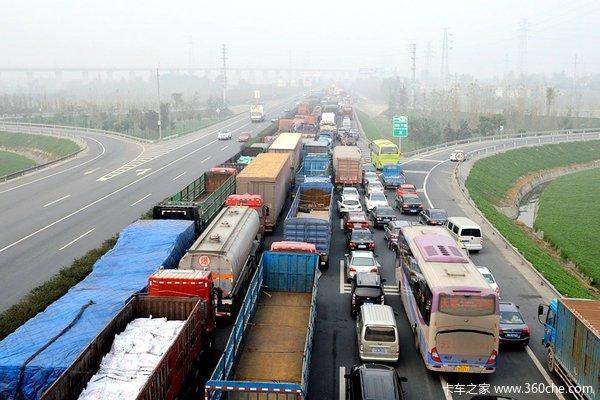 物流费用太高人大代表望降低高速收费