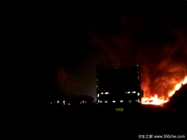 京珠高速岳阳段油罐车爆炸车辆请绕行