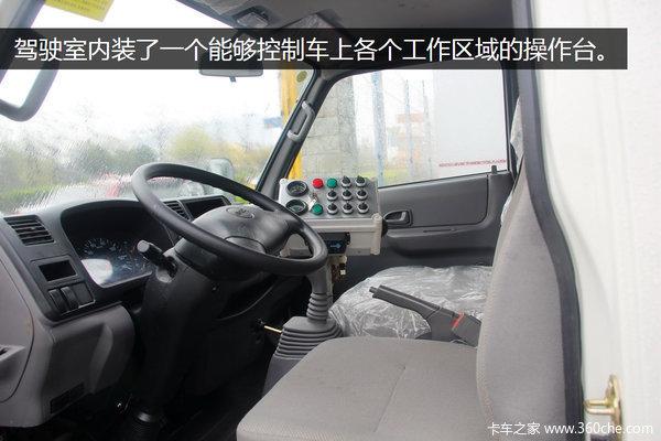 机械代替人工作业成都江铃清路车实拍