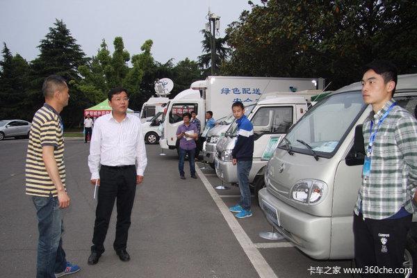 湖北省委书记李鸿忠视察东风新能源展车