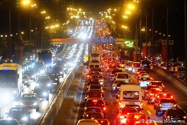 日收费20元以上北京将开征交通拥堵费