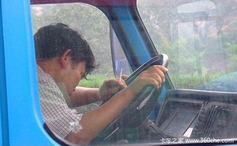 盛暑来袭:卡车司机出门需要做到这八点