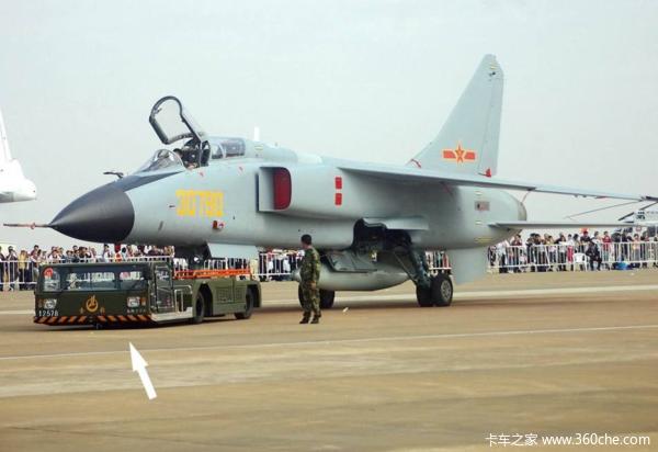 传说中的飞机牵引车 印度居然是拖拉机高清图片