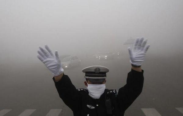 雾霾来了石家庄严控大货车部分地区限行