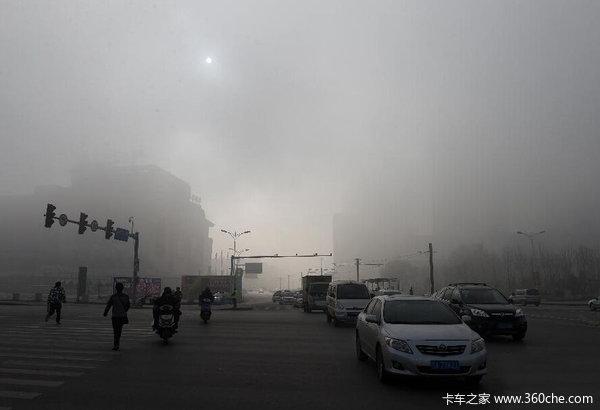 受最强雾霾影响四川20多条高速路封闭